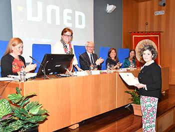Gisela Durán recogiendo el premio
