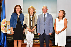 Foto de la noticia María Teresa Fernández de la Vega y Alejandro Tiana acuerdan la colaboración entre ambas instituciones
