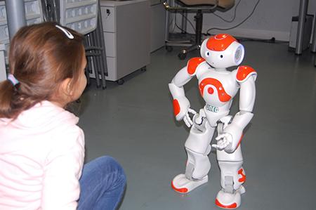 Robot diseñado por el Grupo SIMDA de la UNED para el tratamiento de niños autistas