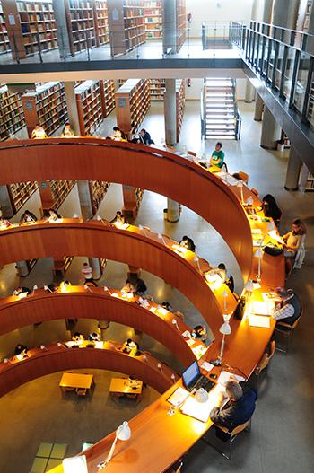 Biblioteca de la sede Central de la UNED