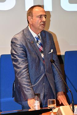 Gustavo Palomares jura el cargo
