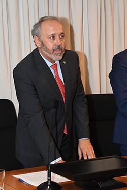 nuevo decano Filología Chacón prometiendo