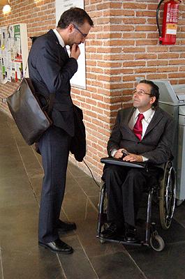 Álvaro Jarillo, vicerrector de Estudiantes y Desarrollo Profesional de la UNED, y Juan Carlos Ramiro, director general de de Coordinación de Políticas Sectoriales sobre la Discapacidad del Minsterio de Sanidad y Política Social